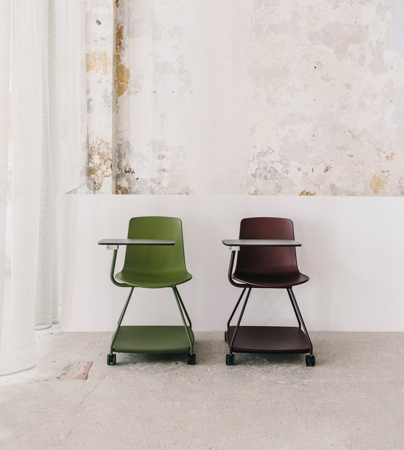 Tray chair, Enea's new seat for educational spaces