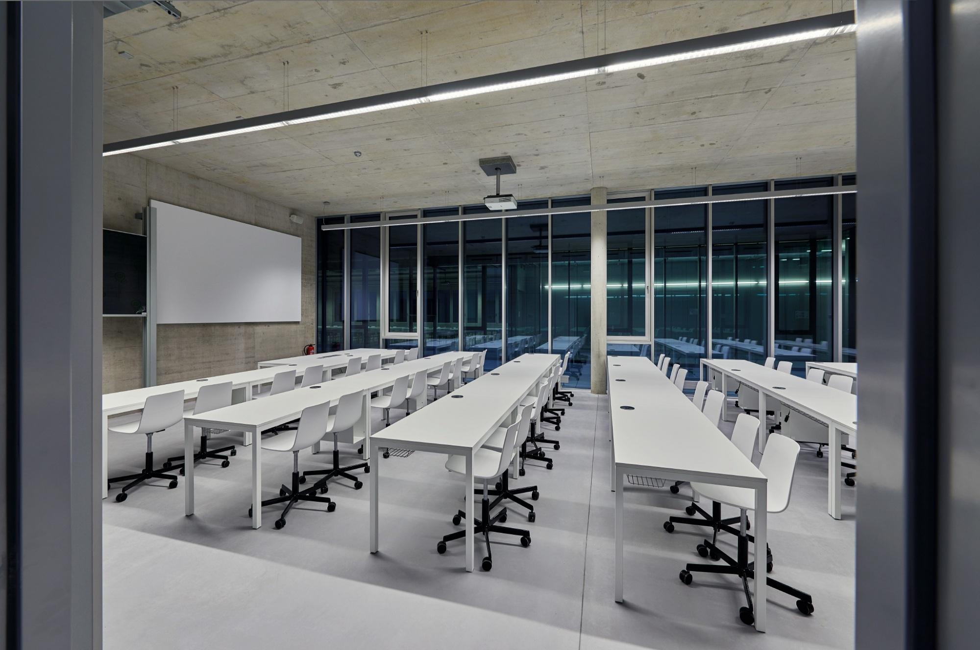 Facultad de Arquitectura Universidad Stuttgart equipada con Lottus y Ema