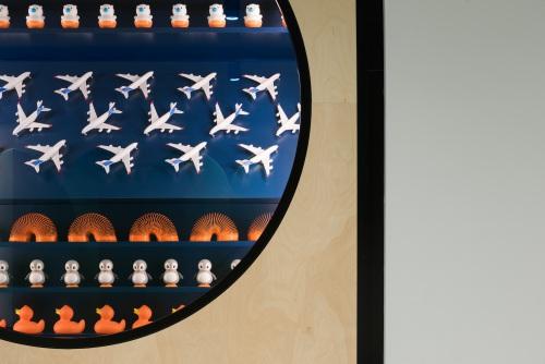 Sillas  Ema,  fichas  de  juego  en  el  tablero  de  Detsky  Mir — Enea Design