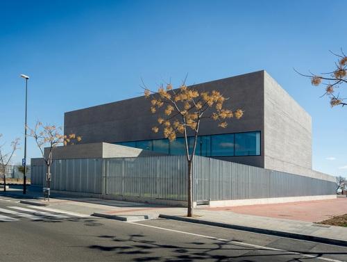 Biblioteca Pere Anguera: funcionalidad y arquitectura contemporánea — Enea Design