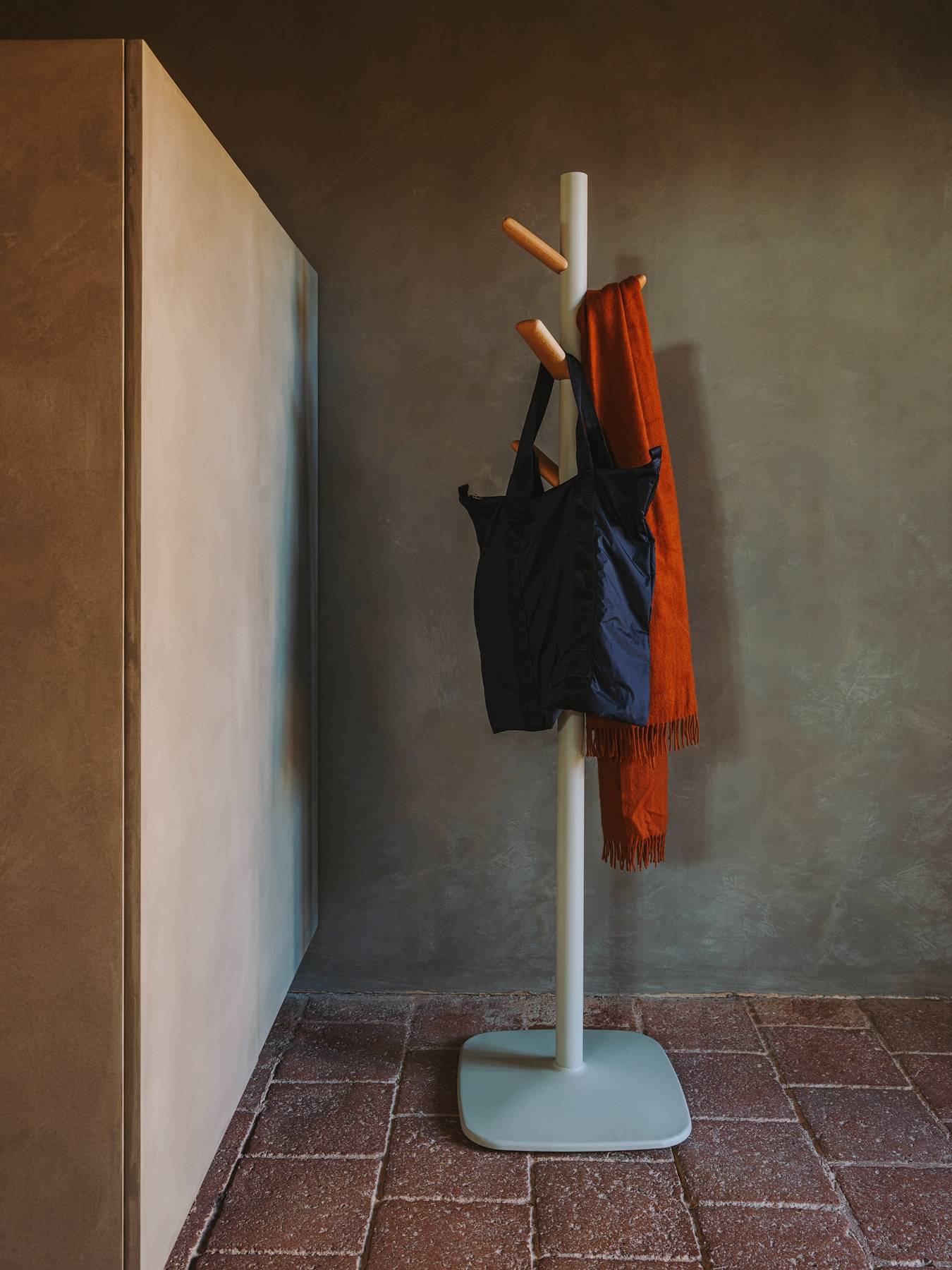Caddy coat stand