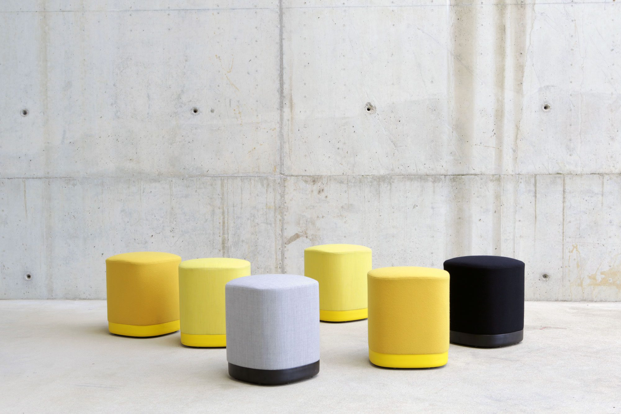 puck pouf, a soft seating to design your own experience