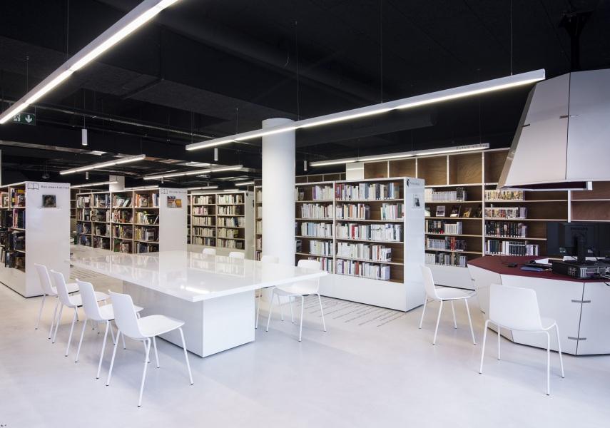 Médiathèque  Le  Point  d'Interrogation — Enea Design